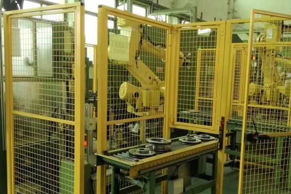 刹车盘CNC加工机床自动上下料机器人自动生产线