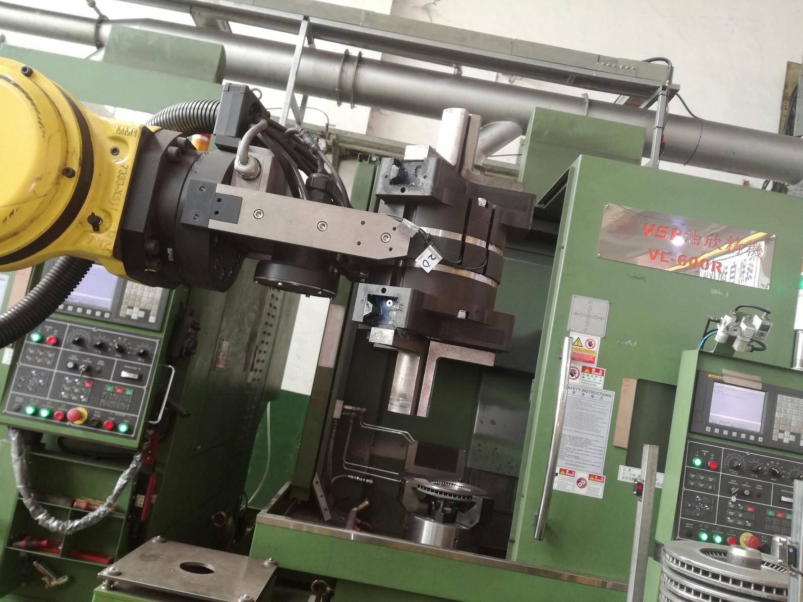 刹车盘CNC加工机床自动上下料机器人自动生产线案例图片2