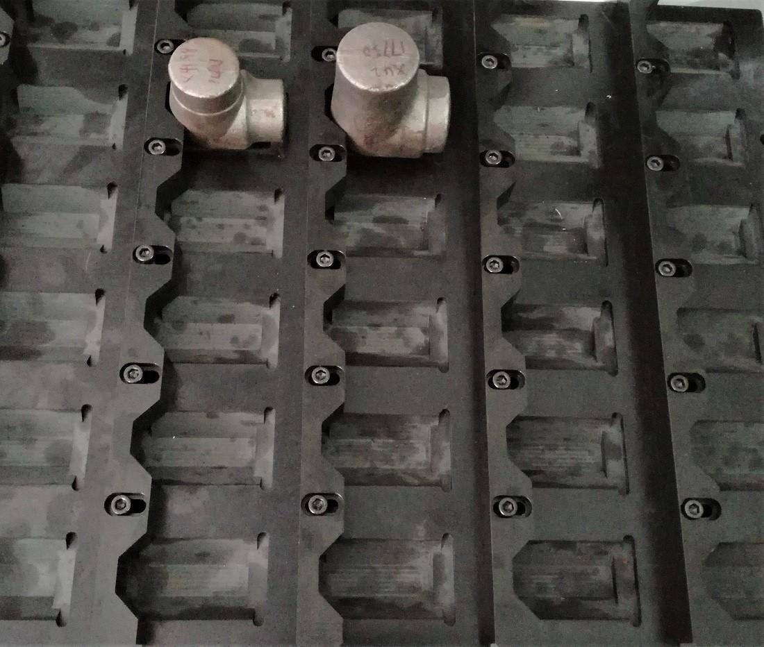 弯头/三通/管件车床加工自动上下料机械手案例图片3
