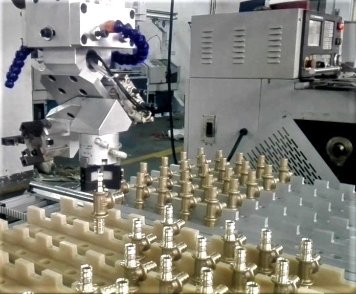 [自动化夹具案例分享]铜质管件流体阀门配件加工车床机械手  自动化生产线 自动化夹具 自动上下料 第2张